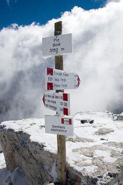 Piz Boe' - Signs of the summit of Piz Boe'