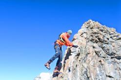 #82summits: Michael Wohlleben descending from the summit of Schreckhorn 4,078m