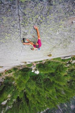 Trad-Union (2013) è un monotiro di clean climbing al Sergent che unisce due fessure molto famose, la Cannabis e Incastromania tramite una placca obbligatoria. La protezione è costituita da piccoli nut.
