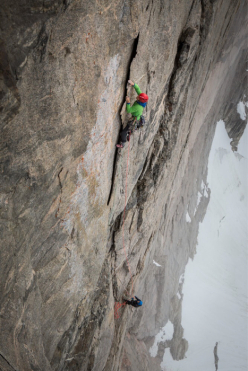 Leo Houlding on the Paper flake, Mirror Wall, Greenland
