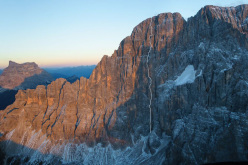 The route line of Via degli studenti, Civetta NW Face, Dolomites, first climbed by Martin Dejori, Marta Mozzati, Titus Prinoth, Alex Walpoth and Giorgio Travaglia.