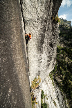 During the first free ascent of King of the Bongo, Qualido in Val di Mello (Paolo Marazzi, Matteo de Zaiacomo, Luca Schiera 25-26/7/2015)