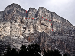 Mephisto, Sass de la Crusc, Dolomites, first ascended by Luggi Rieser and Reinhard Schiestl on 16/07/1979 and climbed free solo by Hansjörg Auer on 26/08/2015.