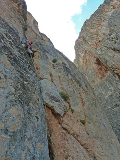 Maurizio Oviglia making the first ascent of Ballon Trad