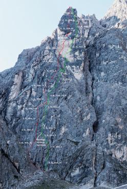 Rosso: Weg der Neugier (IX-, 500m, Hannes Pfeifhofer, Lisi Steurer, Markus Tschurtschenthaler 2015). Verde: Gedankenreise (VIII+, Pfeifhofer, Tschurtschenthaler 2014), Cima Una, Valle Fiscalina, Dolomiti