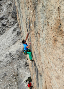 Alessandro Zeni repeating the route In Bilico, Primiero, Dolomites