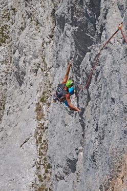 Luca Giupponi climbing pitch 2