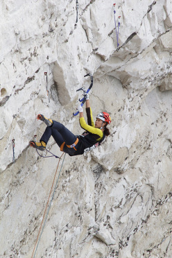Red Bull White Cliffs 2015: Han Na Rai Song