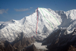 Cho Oyu and the south-east face. The red line marks the planned line of ascent which according to www.russianclimb.com was followed almost entirely by Urubko and Dedeshko.