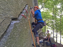 Cadarese trad climbing: learning how to fist jamming on