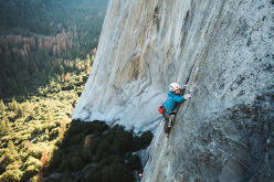 Jacopo Larcher climbing the fifth pitch, called Galapagos and graded 5.13b, of the route El Nino on El Capitan in Yosemite (5.13c, 800m, Alexander Huber, Thomas Huber, 1998)