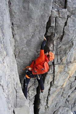 Difficult crack: Ueli Steck during his ascent of the North Face of the Eiger in 2:23