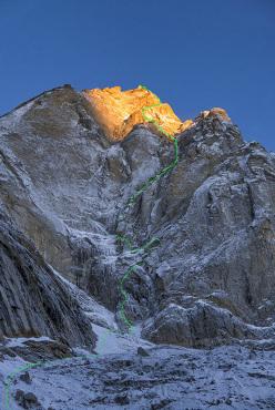 Cerro Kishtwar (6173 m), east face: Light before Wisdom, ED+ 1200m (5.11, WI6, M6, A2). Hayden Kennedy, Urban Novak, Manu Pellissier, Marko Prezelj 5 - 8/10/2015