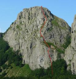 Spigolo Irena Sendler, comprensorio del Monte Penna, Appennino Ligure (5a, 130m, Giuseppe Foscili, Anna Perka e Eugenio Pinotti, 12/07/2015)