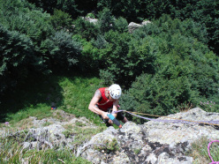 Spigolo Irena Sendler, Monte Penna, Appennino Ligure: Giuseppe Foscili attrezza il primo tiro