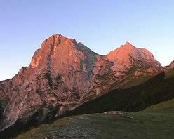 Una scena del film Con Una Montagna Come Casa di Alberto Sciamplicotti