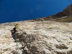 Nicola Tondini climbing Rondò Veneziano on Torre Venezia, Civetta, Dolomites