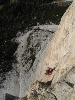Emanuele Pellizzari climbing Rondò Veneziano on Torre Venezia, Civetta, Dolomites