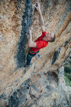 Jakob Schubert making the second ascent of La planta de shiva 9b at Villanueva del Rosario, Spain