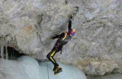 Kurt Astner in dry tooling su Fly in the Wind, Valle di Landro - Alto Adige
