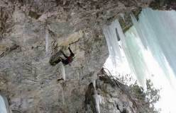 Kurt Astner in dry tooling su Fly in the Wind, Valle di Landro - Alto Adige