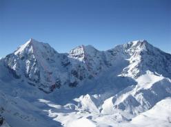 Da sinistra a destra: Gran Zebù (Schachmatt - Scacco Matto, M10+ WI5 55°, 1000m Florian Riegler e Martin Riegler, 07/01/2010), Monte Zebrù (Serac, WI4, 800m, Florian Riegler e Martin Riegler, 21/04/2015) e l' Ortles.