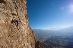 Arnaud Petit climbing Shucran, Jebel Misht, Oman