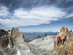 Ines Papert e Mayan Smith-Gobat in cima alla Torre Centrale, Patagonia, dopo aver ripetuto Riders on the Storm