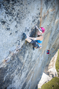 Emily Harrington repeating Golden Gate (5.13 VI) on El Capitan, Yosemite.