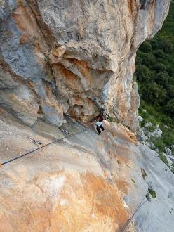 Cecilia Marchi climbing the beautiful corner on Alfredo Alfredo, Monte Oddeu, Sardinia