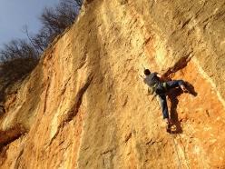 Giorgio Bendazzoli attempting Mare Allucinante 8b+ at Lumignano