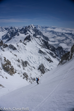 Major Route Mont Blanc: we continue the descent. We've skied circa 1000 vertical meters, have another 2300 circa to go.