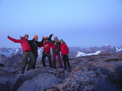 The whole team on top of the South Tower of Mt. Asgard. From left to right: Stéphane Hanssens, Nicolas Favresse, Sean Villanueva, Oliver Favresse and Silvia Vidal.