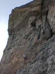 In apertura sulla Via Nicola Molin al Becco di Mezzodì (Croda da Lago, Dolomiti)