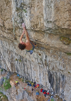 Adam Ondra onsighting the first pitch of Horror Vacui, Monte Cimo (Val d'Adige)