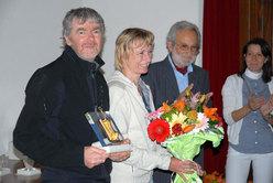 Romano Benet (riconoscimento all'amico alpinista) con Nives Meroi e Aldo Larice