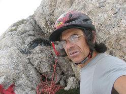 Roberto Iannilli (autoscatto) in cresta, all'ultima sosta di Senza perdere la tenerezza, con gli occhiali rotti