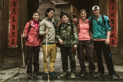 Xiao Ting, Liu Yongban, their guide, Ben Rueck and Mayan Smith-Gobat at Zhangjiajie, China