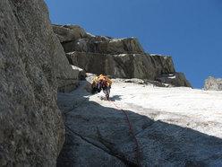 Elio Bonfanti sul 6° tiro di La Memoire du Glacier, Zoccolo dell'Eveque, Monte Bianco