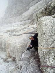 Paolo Stroppiana sul 6° tiro di La Memoire du Glacier, Zoccolo dell'Eveque, Monte Bianco