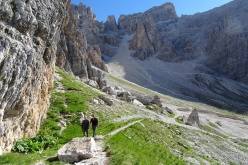 Walking along the path at the base of Tofana di Rozes.