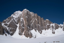 The route line of 'Lost in China', SE Face of Kyzyl Asker (5842m), Kyrgyzstan (Luka Lindič, Ines Papert 30/09-01/10/2016)