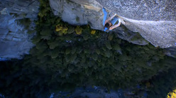 Dean Potter arrampicando in Yosemite