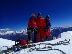 Oriol Baró, Roger Cararach, Santi Padrós on the summit of their 'Pilar Dudh Khunda', Karyolung (6511m)