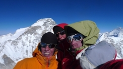On the summit of Jasemba  7350m - Cho Oyo 8201m - Simon - Michi - Samuel - Everest 8848m