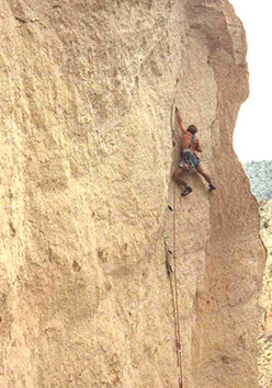 Alan Watts nel 1982 su East Face of Monkey Face, Smith Rock, USA.