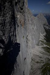Hansjörg Auer sale Vogelfrei (8b/8b+, 400m), Schüsselkarspitze parete sud, Wettersteingebirge, Austria