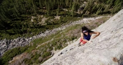 Alex Honnold salendo slegato ed in velocità la via Bear's Reach, Lover's Leap, USA, come Dan Osman