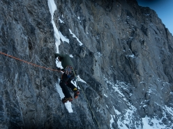 Eiger Metanoia: Thomas Huber climbs the first steep wall after the second ice field