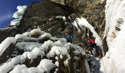 During the first ascent of 'Folies Valdotaines' a Valsavarenche in Valle d'Aosta (Marco Farina, Francesco Civra Dano, Marco Majori 01/2017)